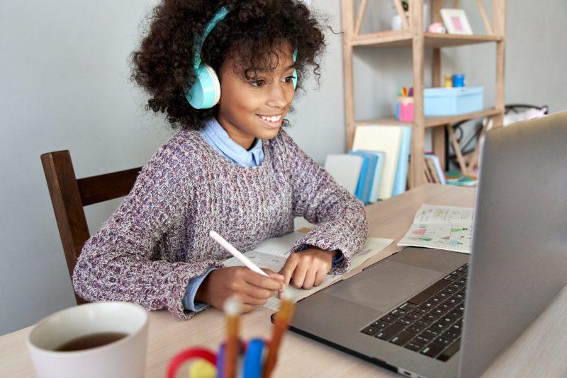 habilidades-cambly-kids-girl-studytime