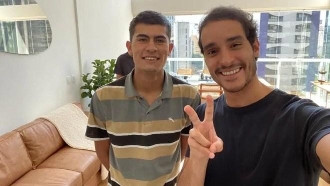 Jovem ofendido por ser motoboy muda de profissão - Brasil Acontece