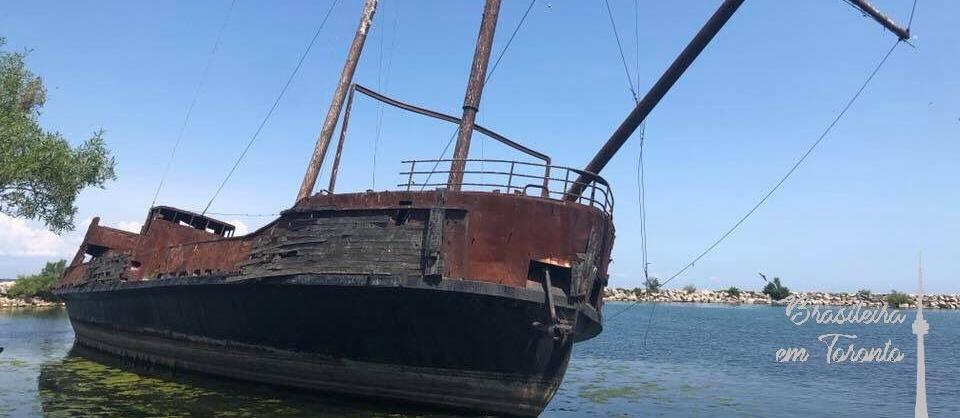 """Navio """"Pirata"""" em Ontário"""