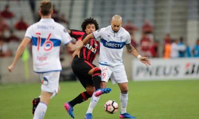 Atlético-PR vence a Católica e garante vaga nas oitavas da Libertadores