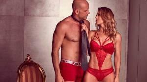 Sheila Mello exibe ensaio sensual com o marido