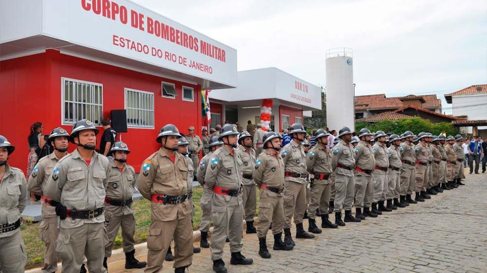 Oficial do Corpo de Bombeiros do Rio é denunciado por venda de alvarás