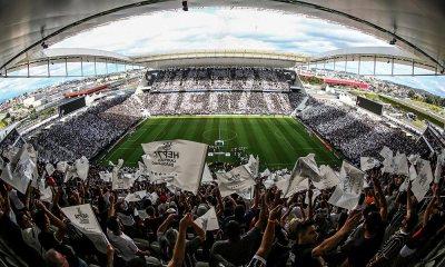 Corinthians ergue taça após 2 a 2 com o Galo