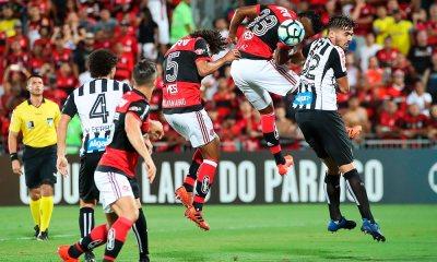 Com duas falhas de Muralha, Santos vence o Flamengo na Ilha do Urubu