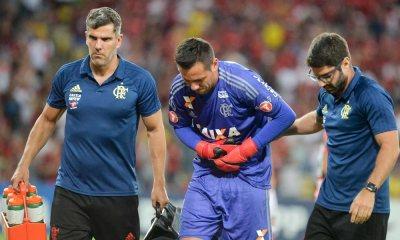 Diego Alves sofre fratura na clavícula, desfalca o Fla e pode passar por cirurgia
