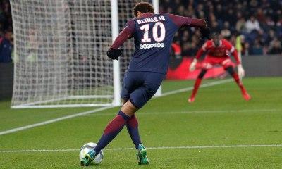 Neymar cede pênalti, e T. Silva vê 'coração bom'