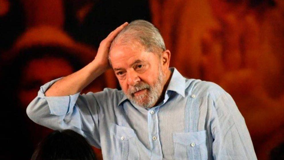 Lula vai entregar o passaporte à Justiça na sexta-feira, diz defesa
