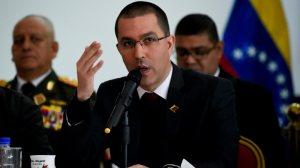 Venezuela diz que militares não vão se dobrar após sanções dos EUA