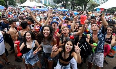 Cerca de 40 blocos animam o domingo de carnaval de Brasília; Confira