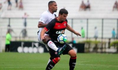 Vitória aproveita falhas e derrota o Vasco por 3 a 2 em São Januário