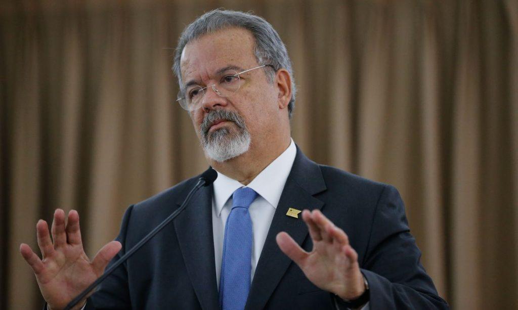 Raul Jungmann ao STF: Bolsonaro incita guerra civil ao armar população
