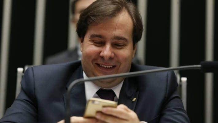 Rodrigo Maia chama deputado bolsonarista de 'frouxo' em rede social