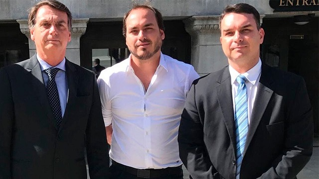 Quebra de sigilos de Flávio indica 'rachadinha' em gabinetes de Carlos e Jair Bolsonaro