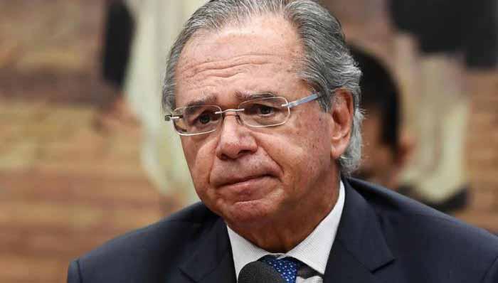 Paulo Guedes vira alvo dentro do governo Bolsonaro