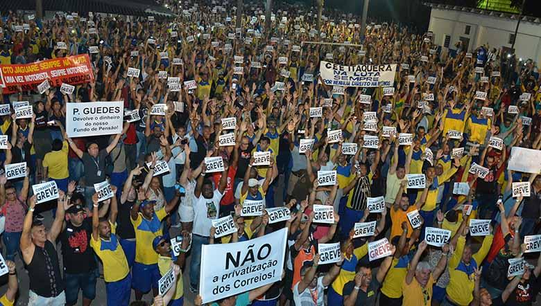 Trabalhadores tentam impedir privatização dos Correios e PDT assina ação