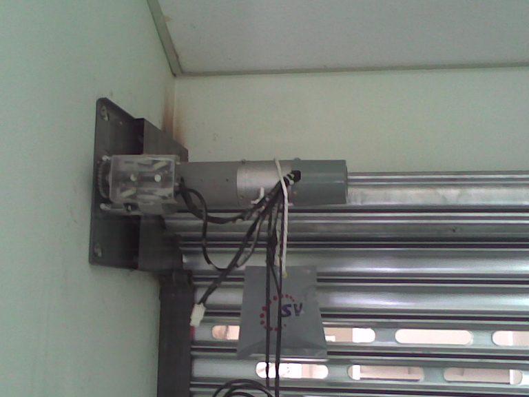Fabricação e manutenção de portas de enrolar manuais e automáticas em Campinas