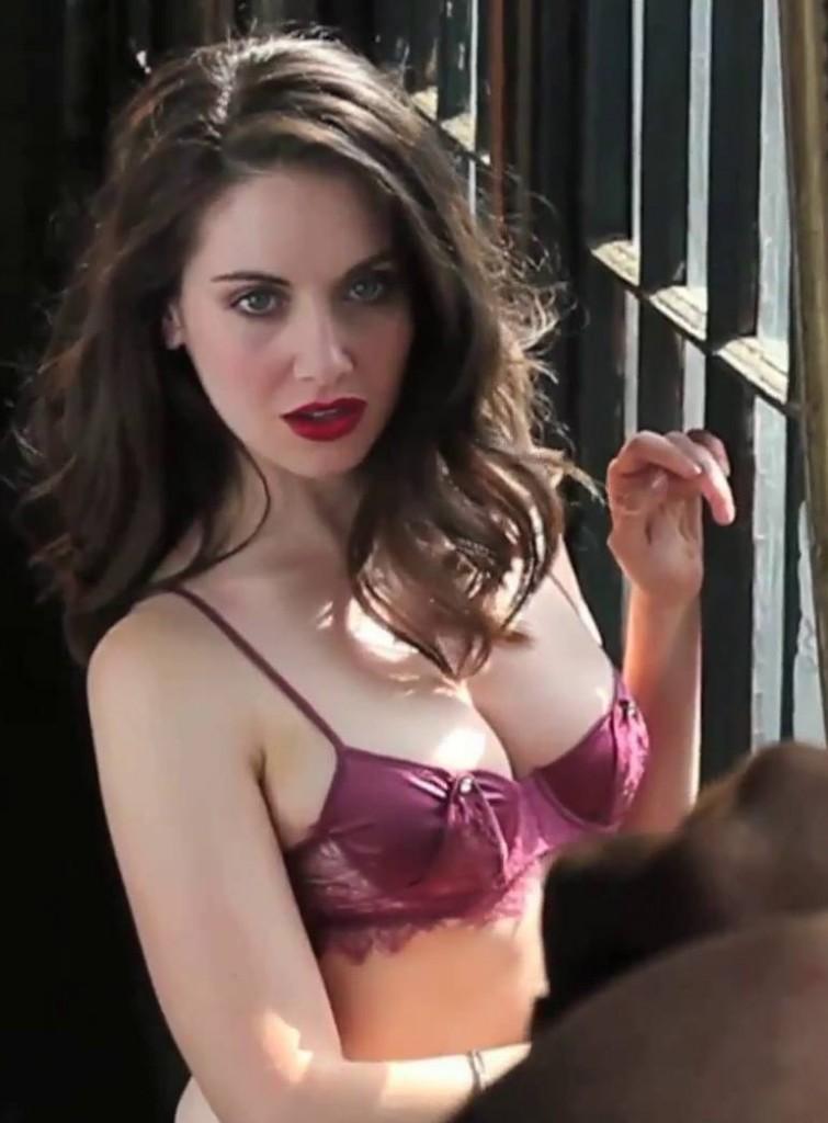 Alison Brie Bra Size
