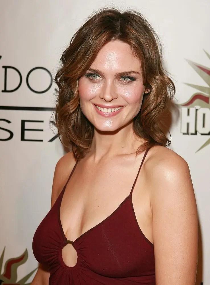 Emily Deschanel Bra Size