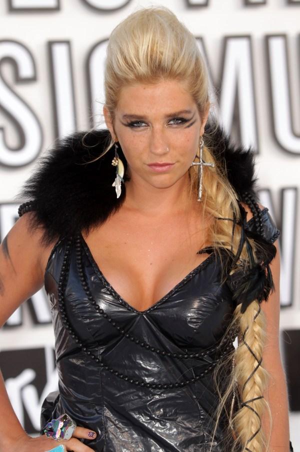 Kesha Body Measurements - Celebrity Bra Size