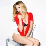 Emily VanCamp Bra Size