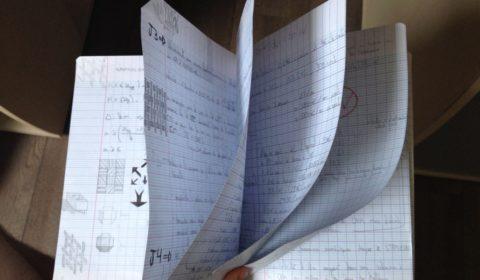 Le carnet contenant mes prises de notes dégueulasses après le SPI. 5 pages recto-verso tout de même ! C'est hideux et presque illisible, certes, mais c'est avec un bout de papier sous les yeux et un crayon en main qu'on réfléchi le mieux !