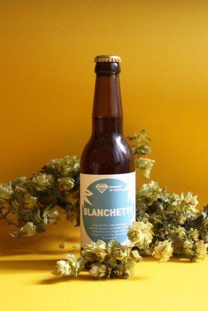 Blanchette bouteille avec houblon - Photo étiquettes bière artisanale - Micro-Brasserie du Vallon