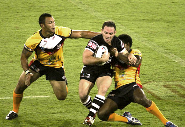 Lance_hohaia_running_into_the_defence_(rugby_league)