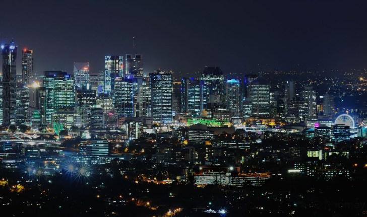 Night_skyline_of_Brisbane,_Queensland,_Australia