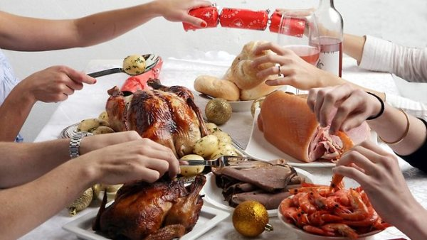 909253-christmas-feast2