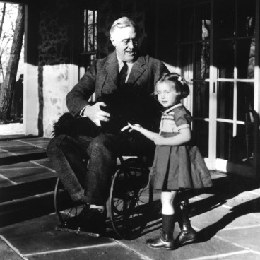 Roosevelt in 1941 with his dog Fala and Ruthie Bie, the granddaughter of a gardener who worked for the Roosevelt family