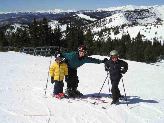 family skiing monarch mountain