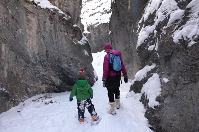 canyon hiking snowshoeing canadian rockies