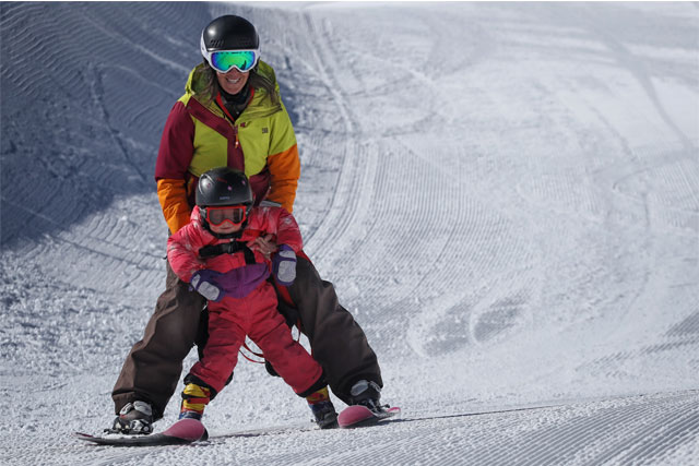family skiing copper mountain
