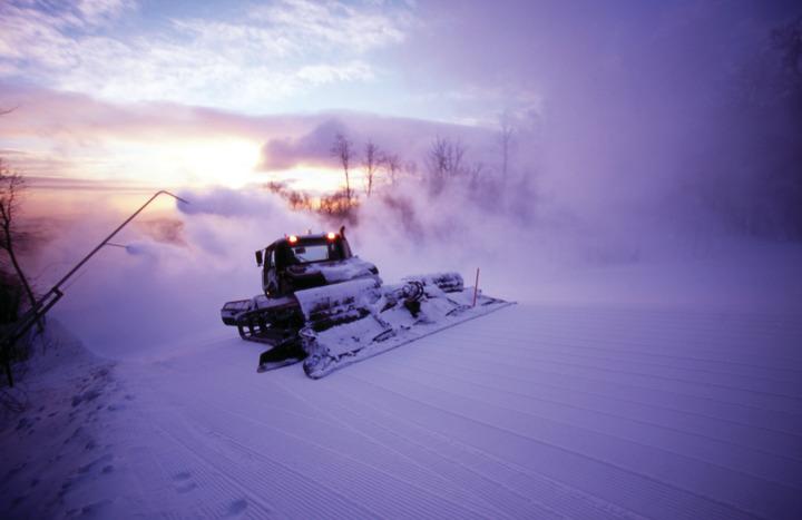 okemo ski resort snowmaking and snow grooming