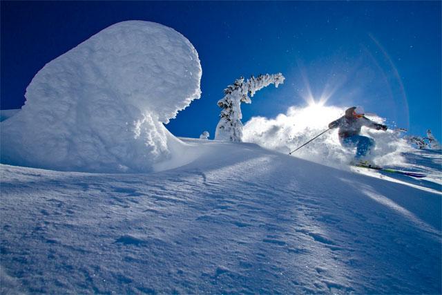 snowghost-skiing-at-big-white-bc