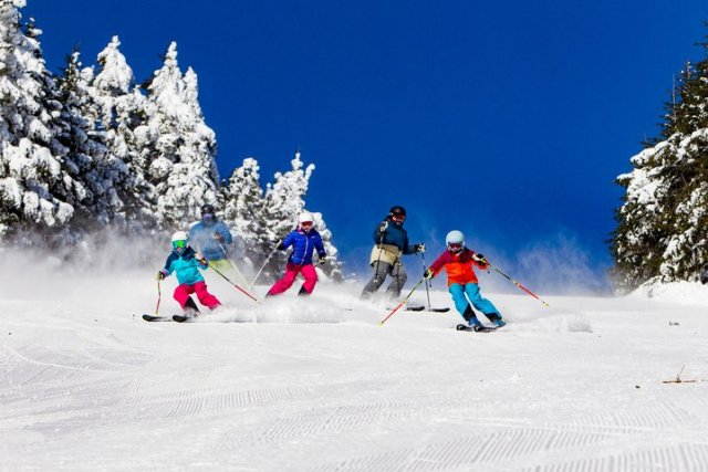 family skiing at okemo