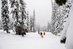 family-skiing-at-whitefish-montana
