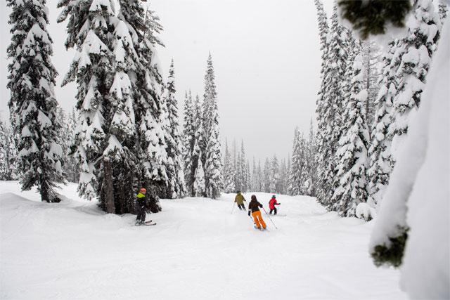 family-skiing-at-whitefish-montana