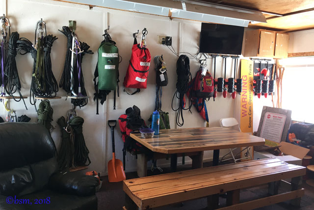 ski-patrol-ski-along-safety-packs