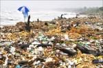 石化廠斥資擴產 塑膠浩劫救不回