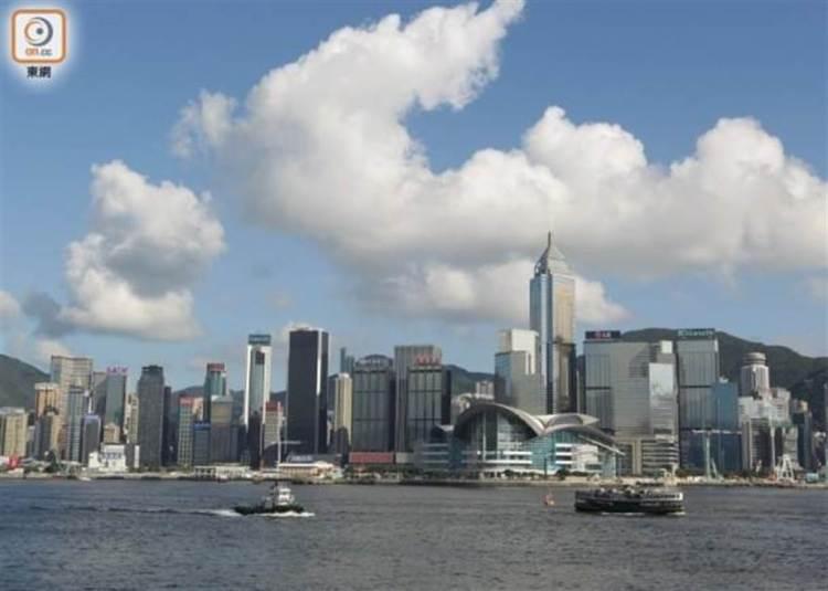 回應移民潮 香港官員:去年上半年返港人數多於離港。