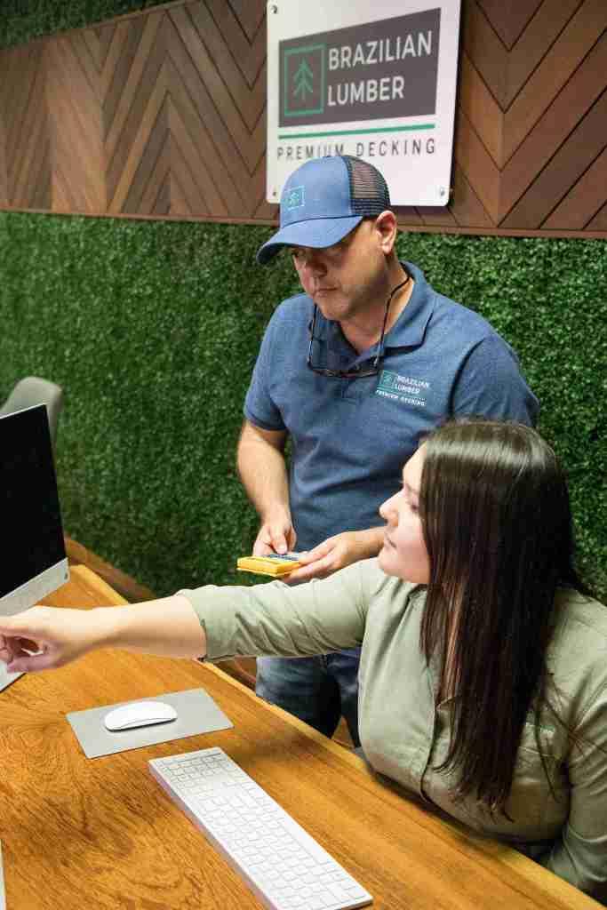 Brazilian Lumber Sales Associate Calculating