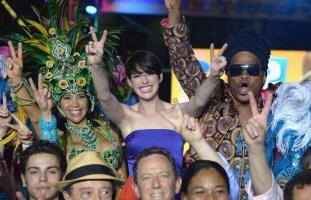 Anne-Hathaway-Rio-2-Premiere-in-Miami-6