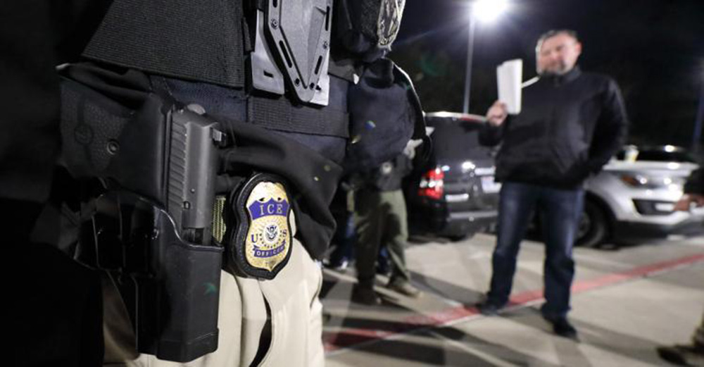 Foto17 Batida ICE ICE prende 156 imigrantes durante batida em Chicago