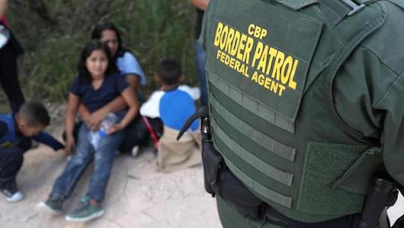 Foto1 Imigrantes detidos Caem prisões de imigrantes na fronteira dos EUA