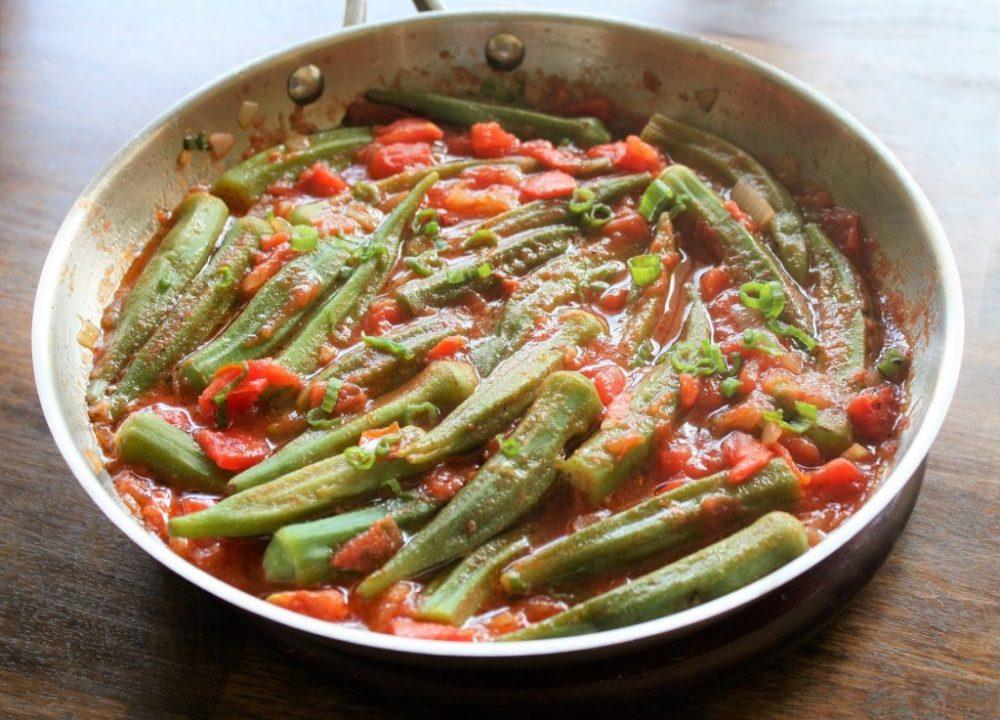 Quiabo com molho de tomate Quiabo com molho de tomate