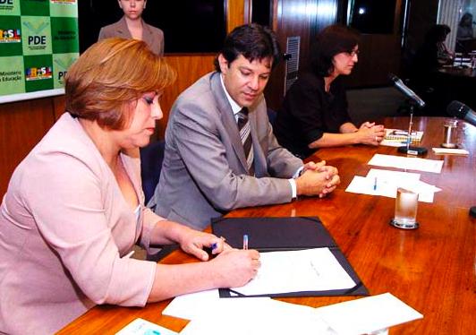 Posse da nova reitora da UFMS, Célia Oliverira e o ministro da Educação Fernando Haddad