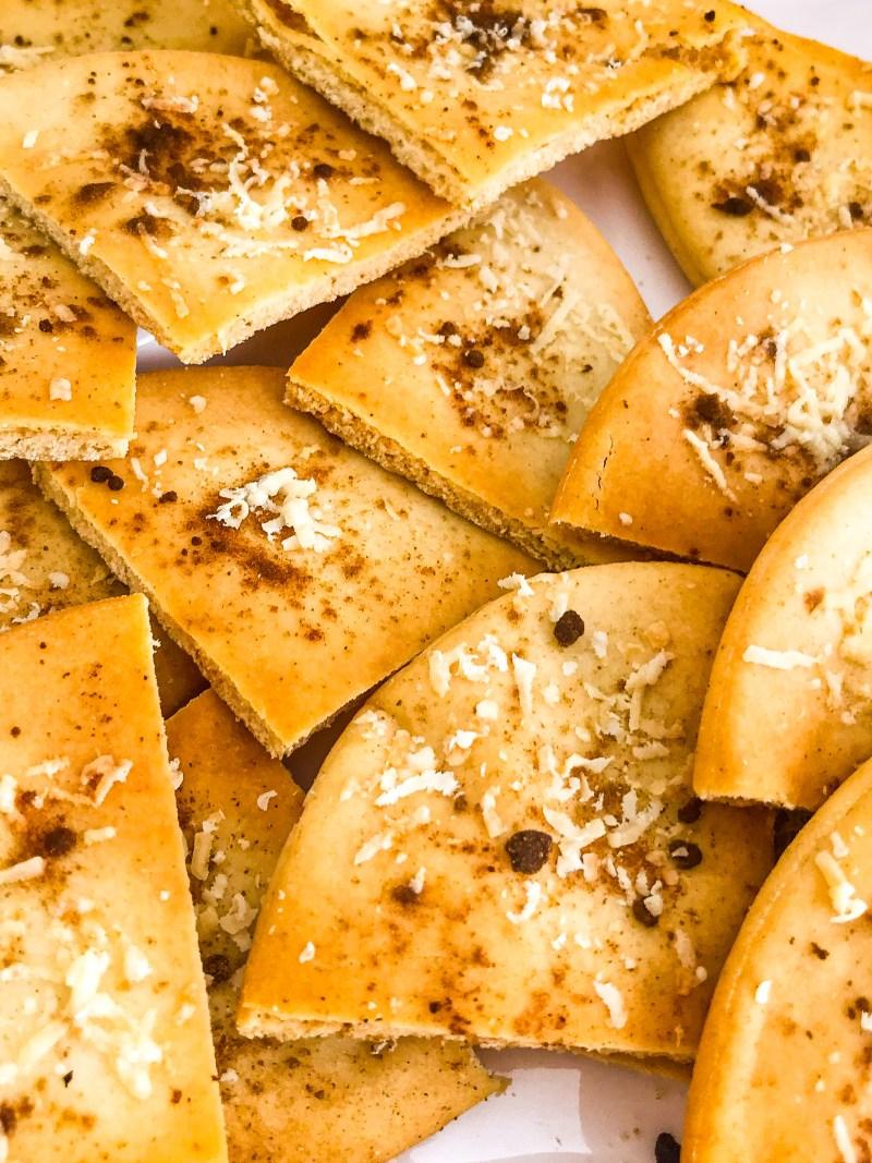 Crispy pita toasts