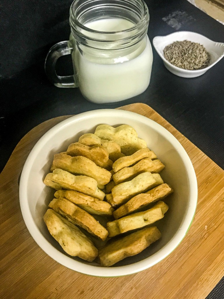 Jeera biscuits in a bowl