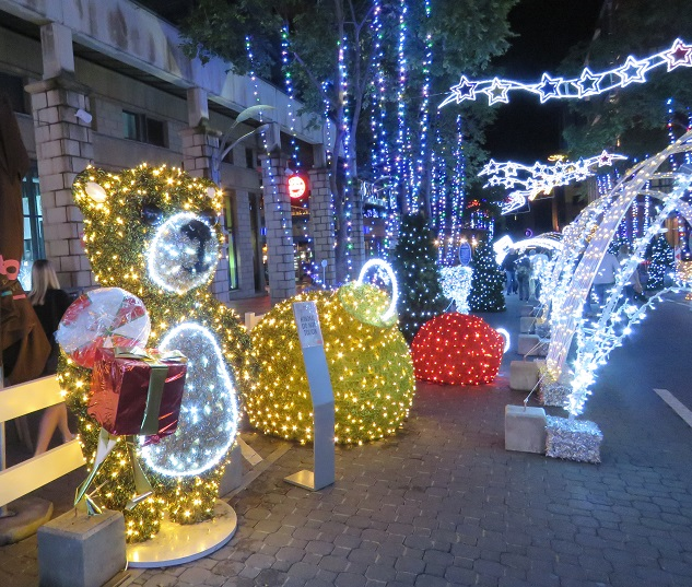 Christmas lights Melrose Arch